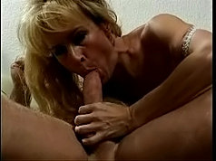 Granny blonde shaved old mature pussy lick on bed