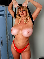 Fat old mature red ass chubby fingered ass pussy