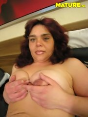 Chunky mature using her sex toys