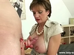 Older brunette licks his cock n gets pussylicked