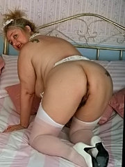 Blonde whore gets her pussy licked