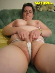 Mature amateur housewife gets laid