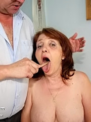 Fat mature pussy katerina visits gyno doctor and spreads fat old pussy at gynochair