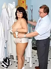 Big tits mature daniela having pussy gyno checked by old doctor