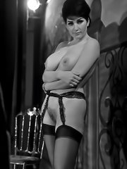 Very brave ladies fully naked in vintage photos from the times when it was forbidden
