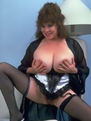 Mature lady gives a naughty show