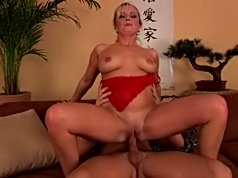 Cute blonde chick rubs her tits all over a dick to get it hard for deep penetration