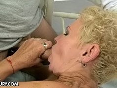 Black guy screwing hard a mature whore to orgasm