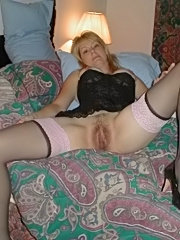 Mom gets her hairy cunt fucked