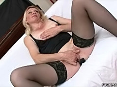 Slutty gilf enjoying two hard shafts