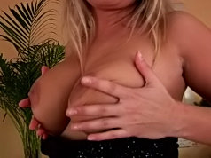 Beautiful milf spreads on the couch to masturbate