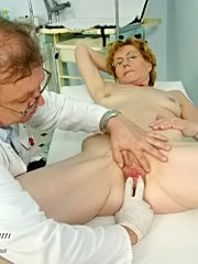 Old lady mila gyno pussy speculum exam at gyno chair