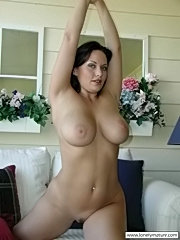 Busty mature mom shows her beautiful tits