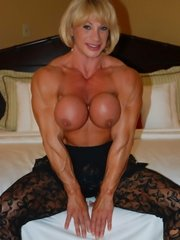 Mommy with big tit fucks like a 19 year old