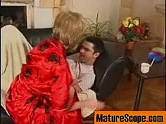 Boy wakes up in the morning with his face in hot mum's pussy