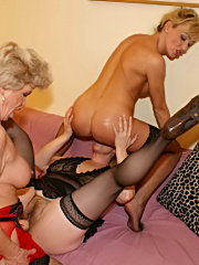 This kinky granny sure knows how to please herself