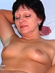 Mature woman eva gets old pussy gyno examined