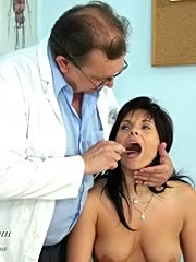 Livie hot milf pussy gyno pussy examination at gyno clinic