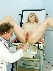 Old sofie visits kinky gyno doctor to have her pussy properly checked