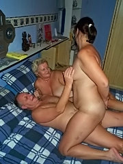 Mature swinger fingered